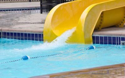 Escorregador ou toboágua? Veja opções de lazer seguro na piscina