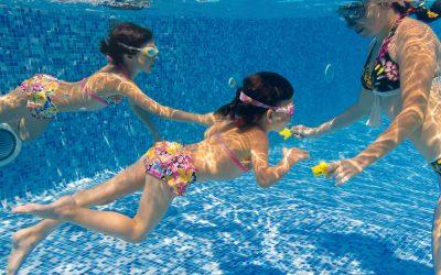 10 brincadeiras de piscina seguras para toda a família