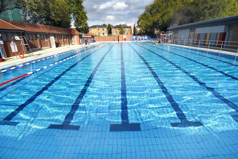 Como manter sua piscina