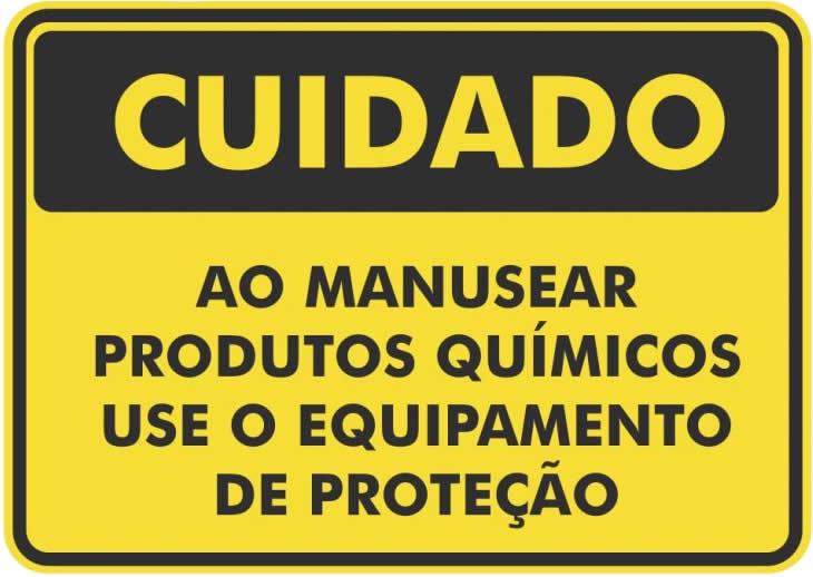 Quais as medidas devem ser tomadas para a total segurança no manuseio dos produtos químicos para sua piscina?