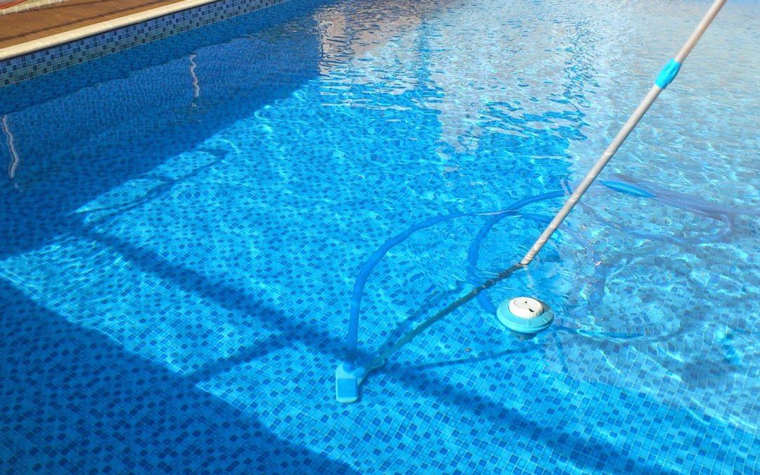A água da sua piscina está em situação crítica? Aprenda a resolver!