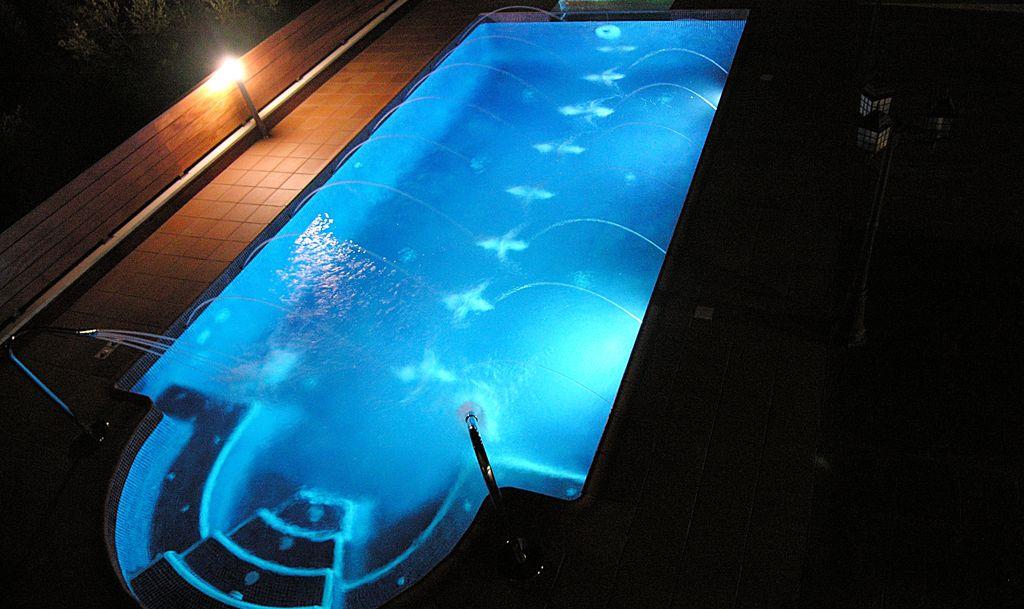Benef cios da ilumina o led para piscinas pool rescue - Leds para piscinas ...