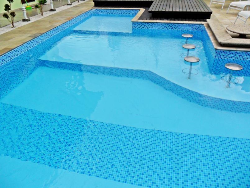 Modelos de piscina diseo d de piscina con gradas ligeras for Modelos de piscinas en chile
