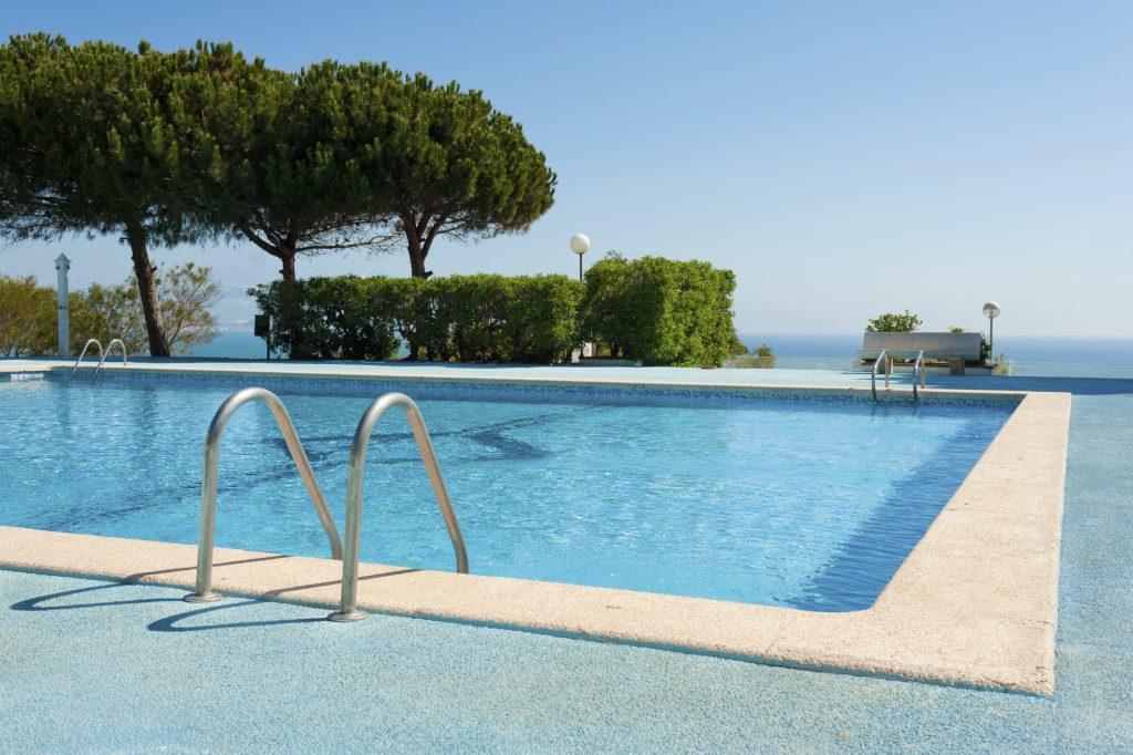 Aprenda a purificar a água da piscina