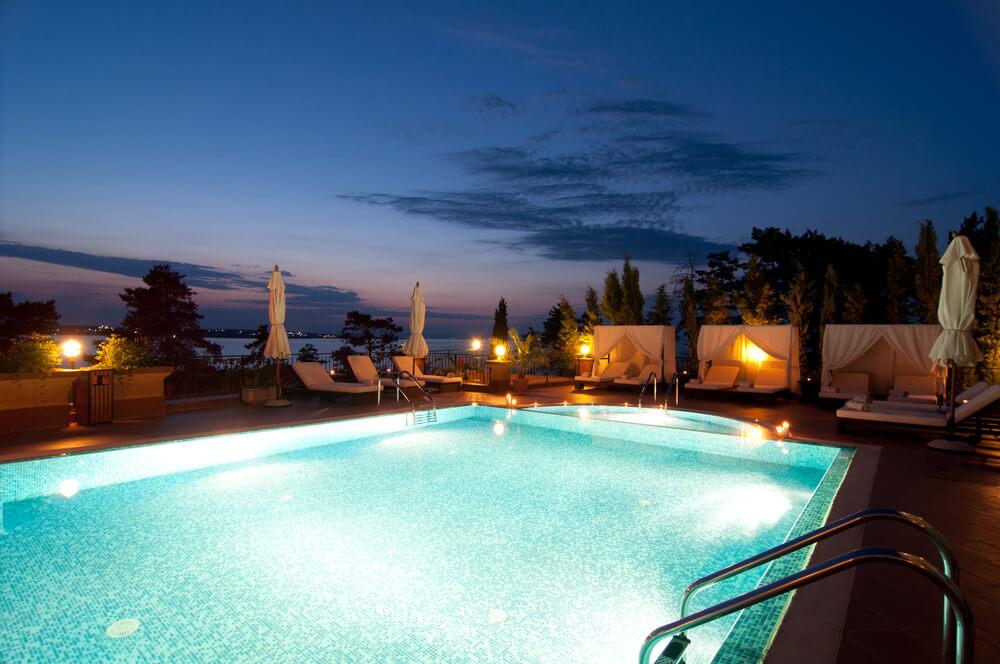 Aprenda 9 dicas de iluminação para piscinas!