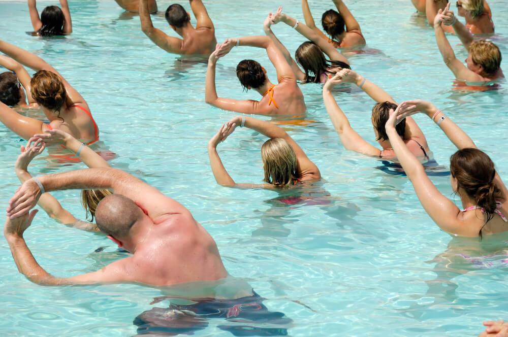 Conheça 6 tipos de exercícios na piscina!