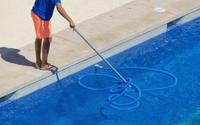 Conheça a lista de 10 produtos essenciais para cuidar de piscinas