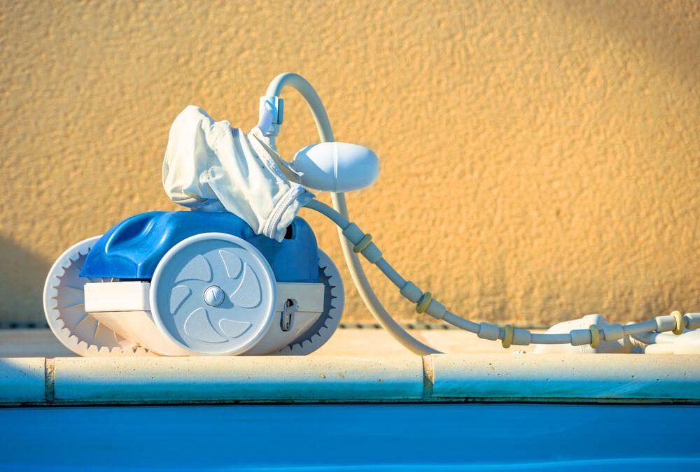 Conheça o robô que limpa piscinas e veja se ele dá conta do trabalho