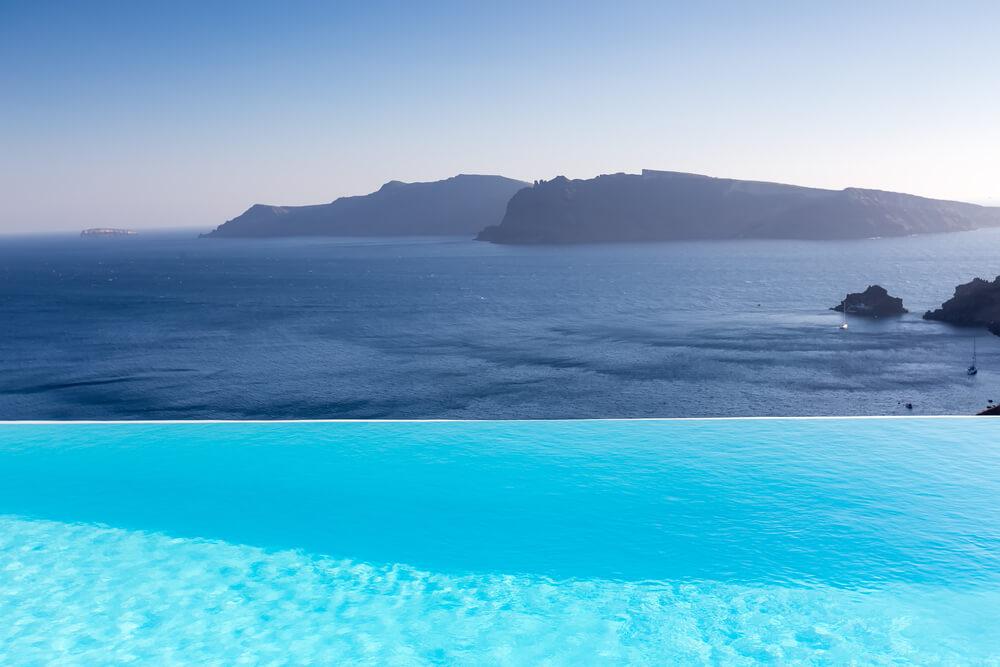 Afinal como s o constru das as piscinas de borda infinita for Fotos de piscinas infinity