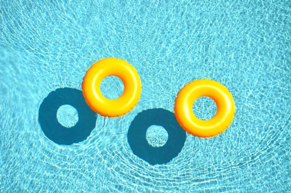 Saiba o que fazer em caso de cloro em excesso na piscina