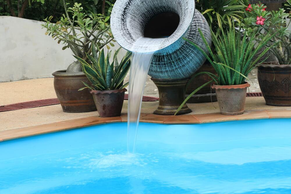 6 dicas de como usar acessórios para deixar a piscina de cara nova
