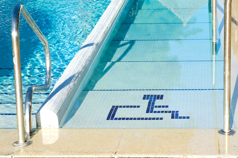 Acessibilidade para deficientes físicos em piscinas: como implantar?