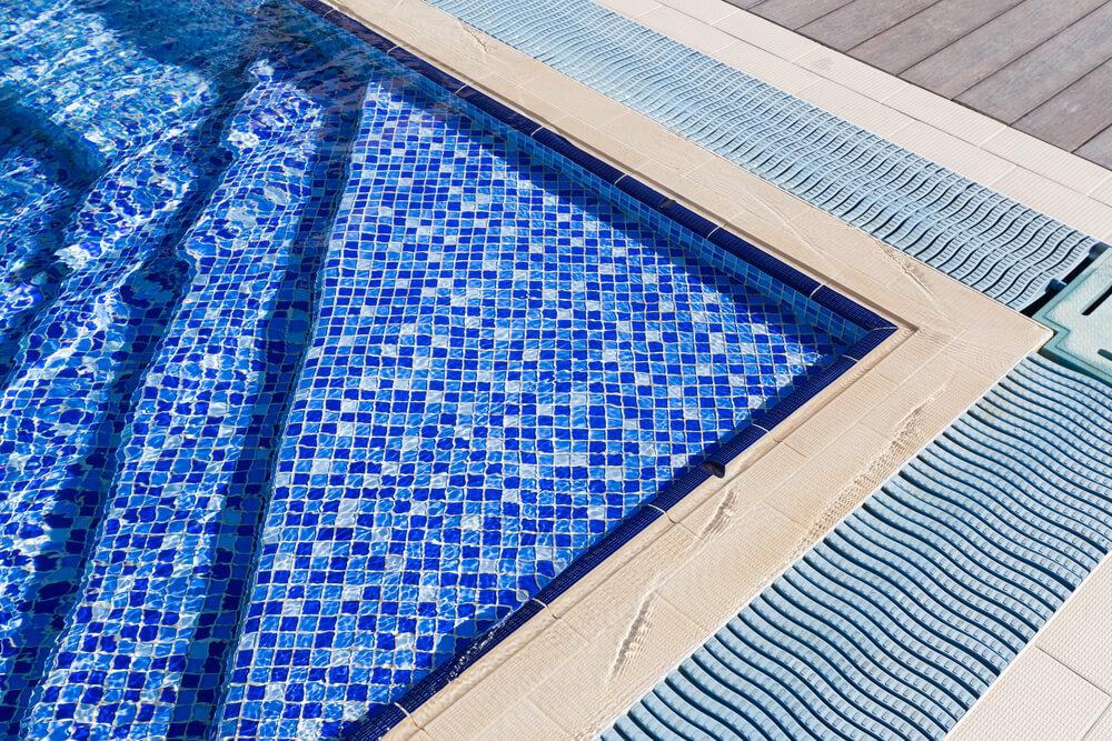 Como e quando fazer a troca de revestimento da piscina?
