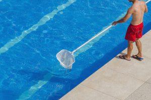 Quanto tempo se deve gastar para filtrar a piscina diariamente?