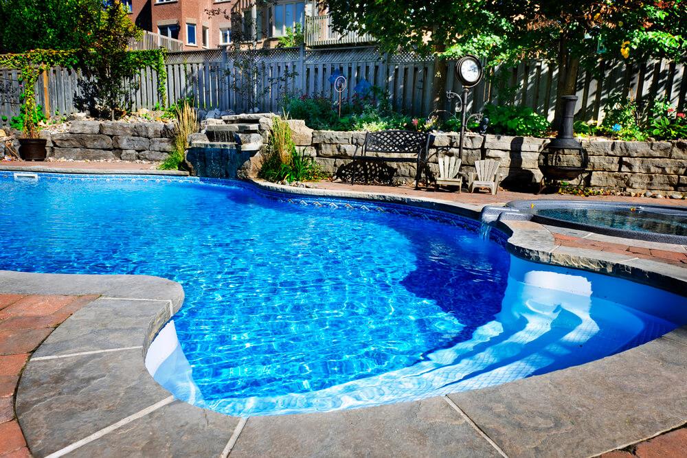 Vazamento em piscina de azulejo: como detectar e o que fazer