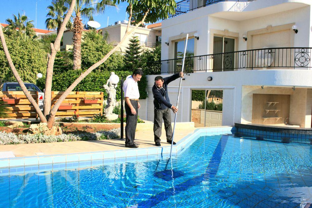 Por que contar com empresas especializadas para a piscina?