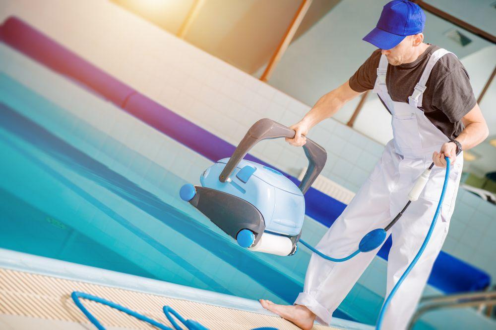 Saiba o que é melhor: trocar a água ou fazer tratamento da piscina