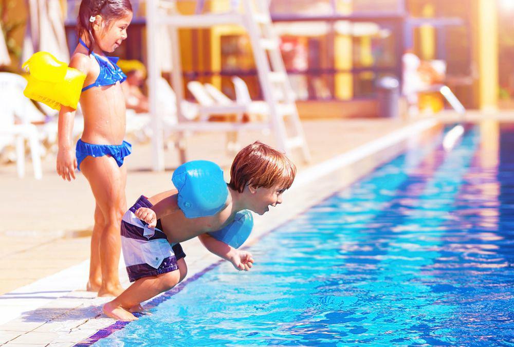 O que não pode faltar para manter a segurança na piscina do condomínio?