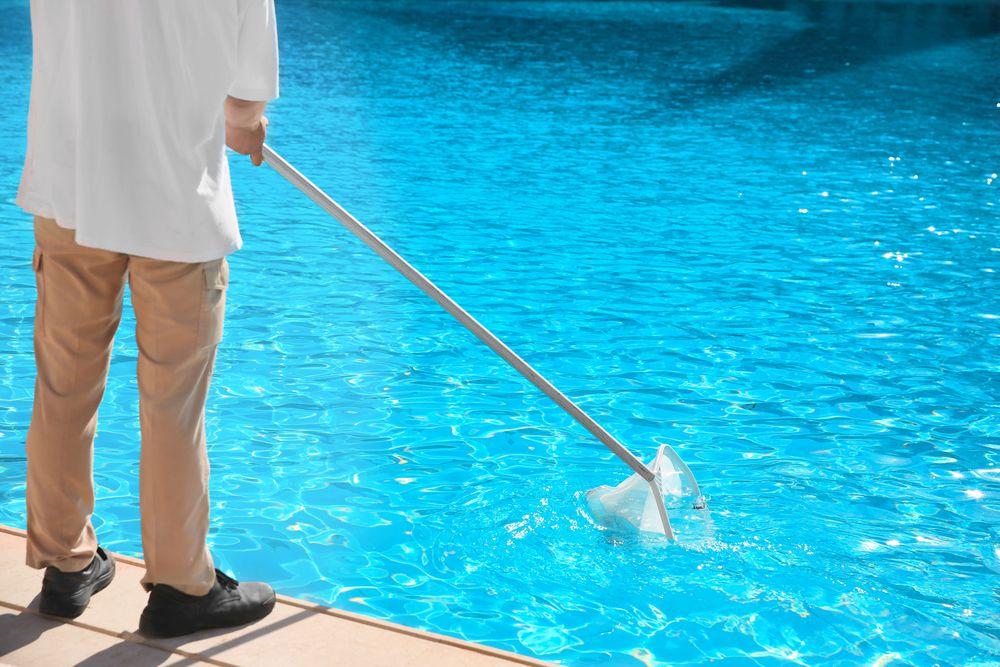 Por que combinar serviços de guardião e manutenção de piscina?
