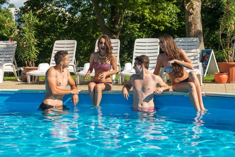 Manutenção de piscinas coletivas: por que não negligenciá-la em condomínios?