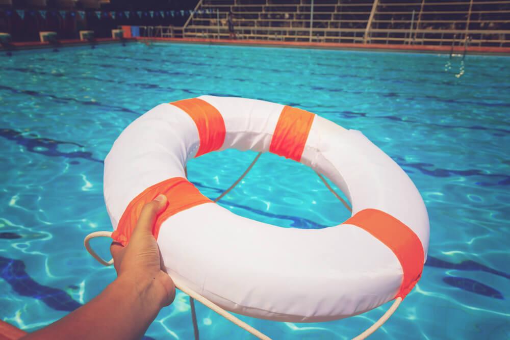 Quais são as principais normas de segurança para clubes aquáticos?