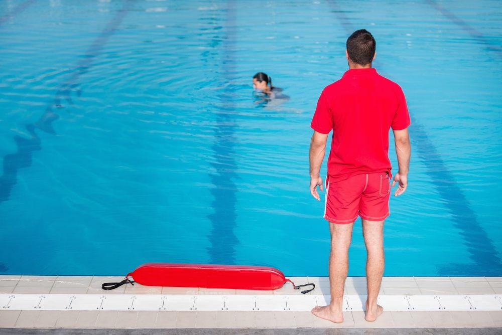 Guardião de piscina folguista e reserva: por que você precisa dos dois?