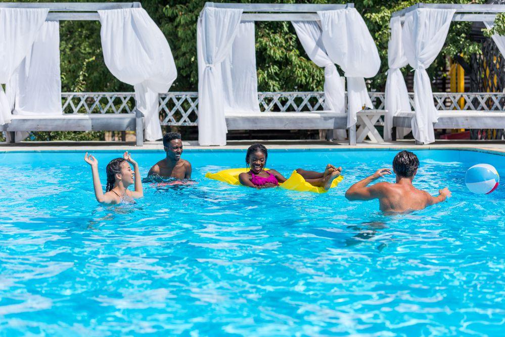 Como cuidar da piscina garante conforto e segurança aos usuários?