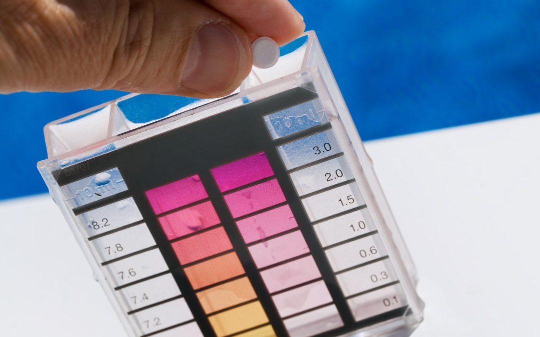 Por que terceirizar o serviço de tratamento químico da água da piscina?