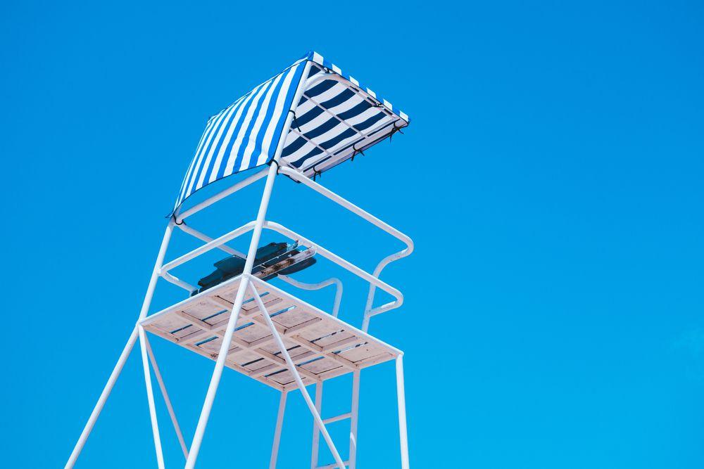 Aprenda a escolher uma boa cadeira para salva vidas de piscina
