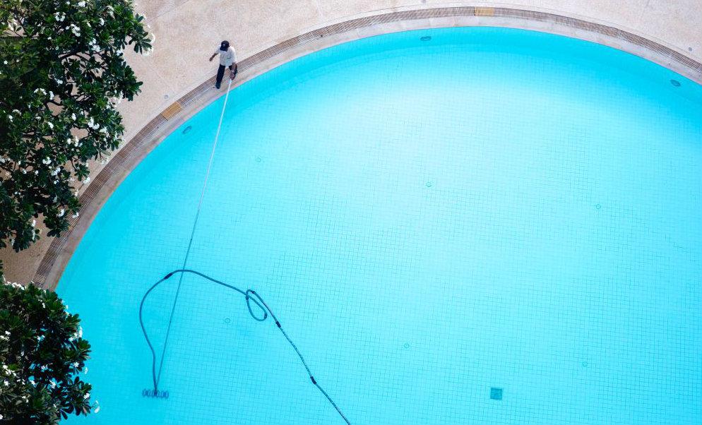 8 passos de como fazer a manutenção em piscinas