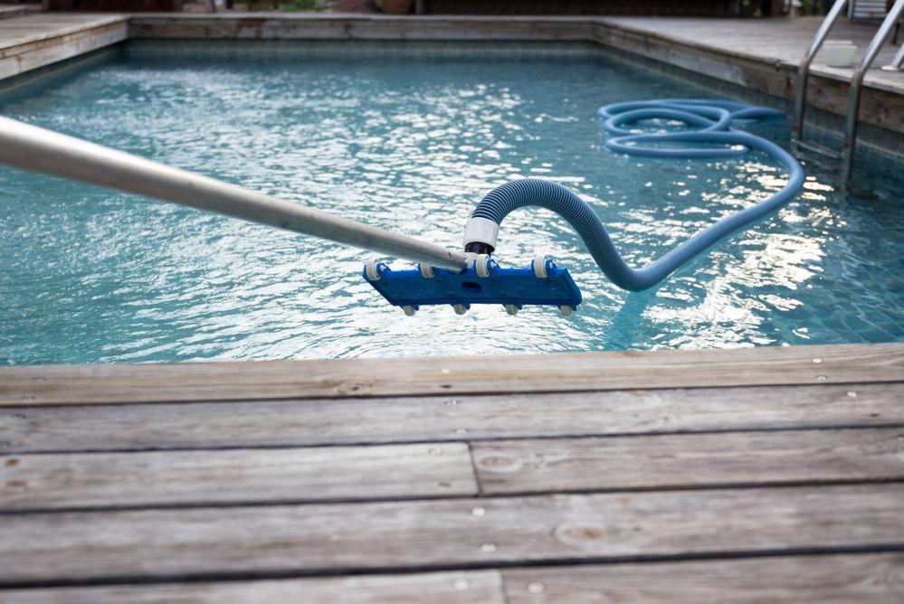 As 5 maiores vantagens de usar o aspirador de piscina