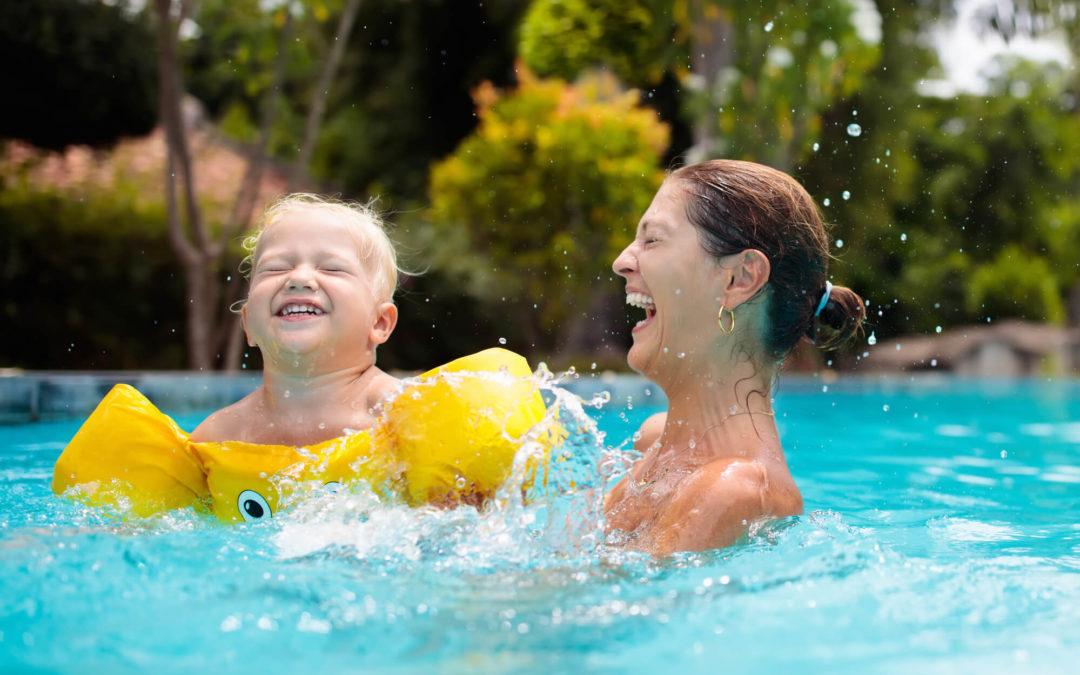 Conheça 5 brincadeiras para fazer na piscina