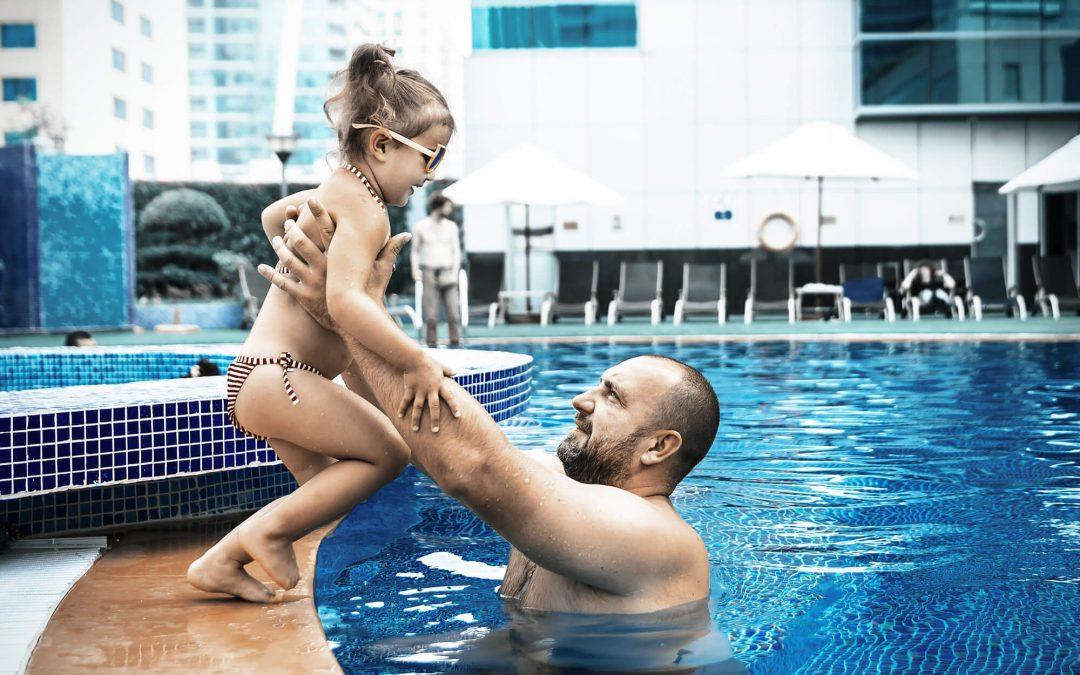 Quais os cuidados com crianças na piscina?