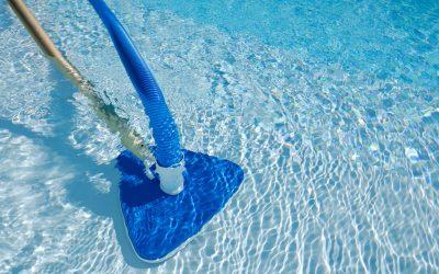 Entenda como fazer aspiração da piscina corretamente