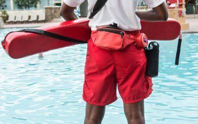 Guardião de piscinas em hotéis: por que contar com esse profissional?